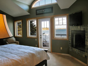 Twin Home bedroom at Blue Water Lodge.