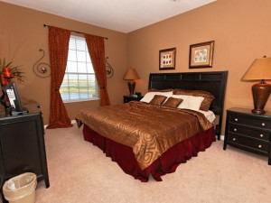 Vacation rental bedroom at Vista Cay Inn.