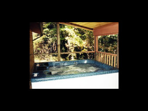 Cabin hot tub at Hummingbird Hill Cabin Rentals.