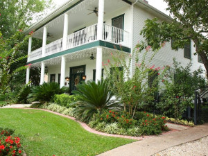 Exterior view of Garden Manor Bed and Breakfast.
