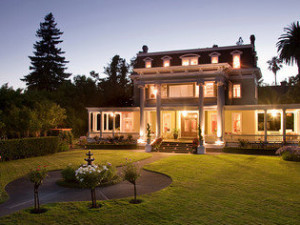 Exterior view of Churchill Manor Bed & Breakfast.