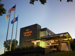 Exterior view of Crowne Plaza Hotel - Mall of America - Airport.