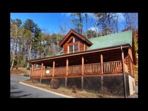 Cabin exterior of Eden Crest Vacation Rentals, Inc. - A Little Slice of Heaven.
