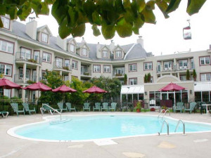 Outdoor pool at Residence Inn Mont Tremblant Manoir Labelle.