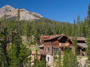 Cabin exterior at Big Sky Vacation Rentals.