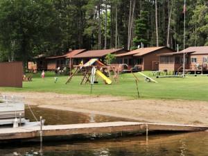Cabins along the shore at Agate Lake Resort.