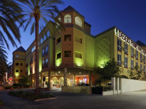 Exterior view of Desert Palms Hotel & Suites.