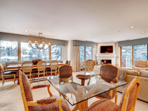 Guest dining room at The Galatyn Lodge.