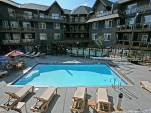 Outdoor pool at Blackstone Mountain Lodge.