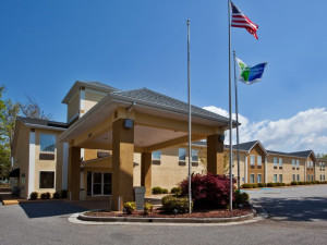 Exterior View of Holiday Inn Express Blairsville