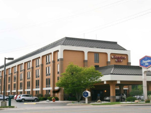 Exterior view of Hampton Inn Traverse City.