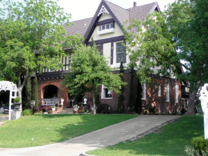 Exterior view of Lockheart Gables Romantic B&B.