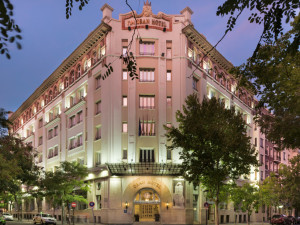 Exterior view of Gran Hotel Zaragoza.