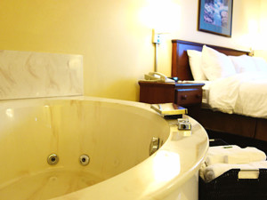 Hot tub guest room at Country Inn River Falls.
