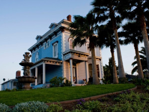 Exterior view of Starr Mansion Bed & Breakfast.