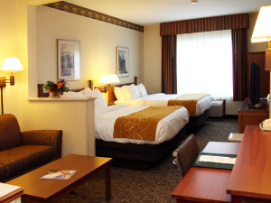 Double guest room at Comfort Suites Canal Park.