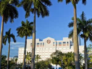 Exterior view of Sheraton Suites Plantation, Ft. Lauderdale West.
