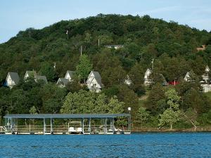 Exterior view of Alpine Lodge Resort.