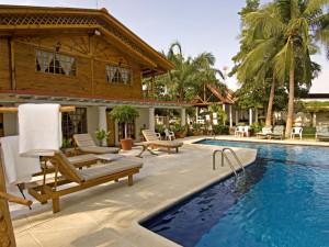 Outdoor pool at Casa Vieja Lodge.