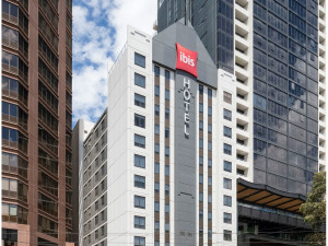 Exterior view of Hotel Ibis Melbourne.