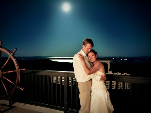 Bride & groom at Point Lookout Resort.