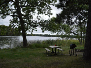 Picnic area by the lake at Hyde-A-Way Bay Resort.