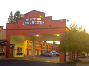 Exterior view of Sisters Inn & Suites.