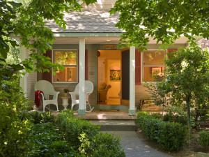 Cottage porch at Cottage Grove Inn.