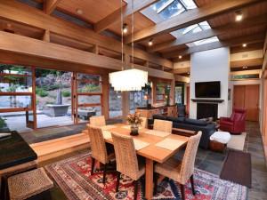 Rental dining room at Redwood Coast Vacation Rentals.