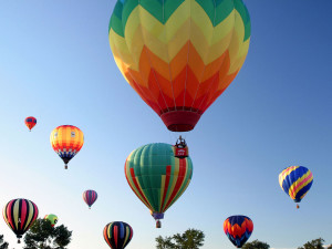 Balloon rides near Rocky Mountain Lodge & Cabins.