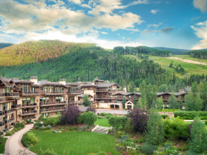 Exterior view of Manor Vail Lodge.