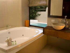 Jacuzzi suite at La Tortuga Hotel and Spa.