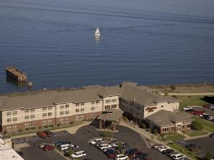 Aerial view of Hampton Inn Duluth.