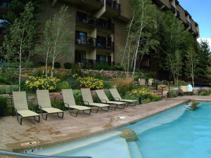 Pool chairs at Antlers At Vail.