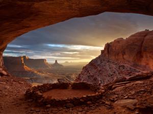 Scenic nature surrounding Canyonlands Lodging.