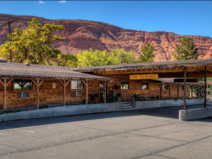 Exterior view of Redstone Inn.