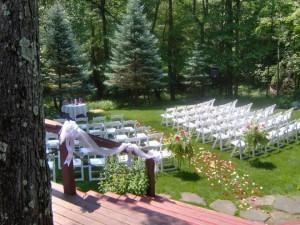 Wedding ceremony at The Glenlaurel Scottish Inn & Cottages.