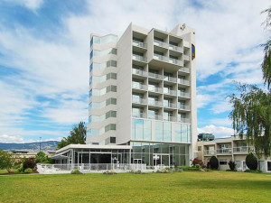 Exterior view of Best Western Inn - Kelowna.