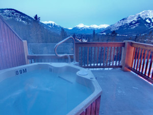 Outdoor whirlpool at Hidden Ridge Resort.