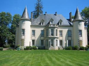 Exterior view of Château du Breuil.
