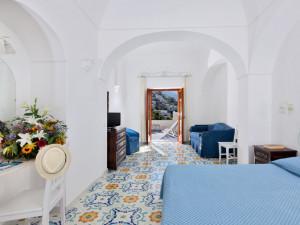 Guest room at Hotel Vittoria.