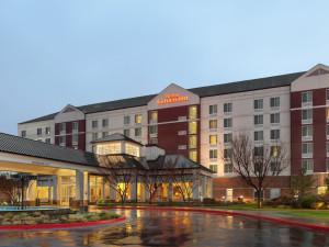 Exterior view of Hilton Garden Inn Independence.