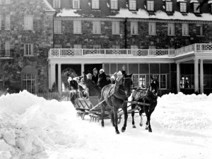 Historic photo of resort and horse wagon at Skytop Lodge.