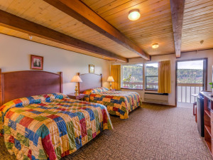 Two bed guest room at Vagabond Lodge.