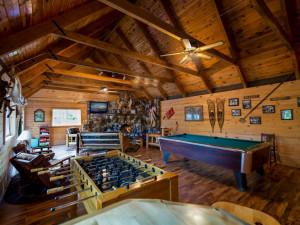 Resort lodge at Kabetogama Lake Association.