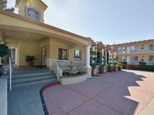 Exterior View of Best Western Plus Riviera