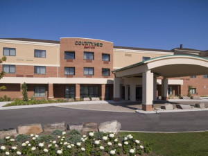 Welcome to Courtyard by Marriott Hamilton