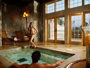 Spa pool at Chateau on the Lake.