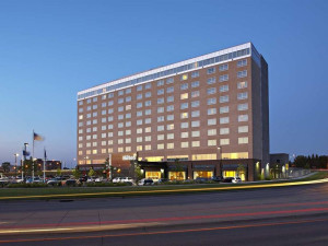 Exterior view of Hilton Bloomington.