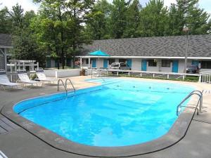 Outdoor pool at Traverse Bay Inn.